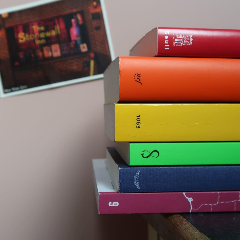 Livres rainbow pour le Juin des Fiertés